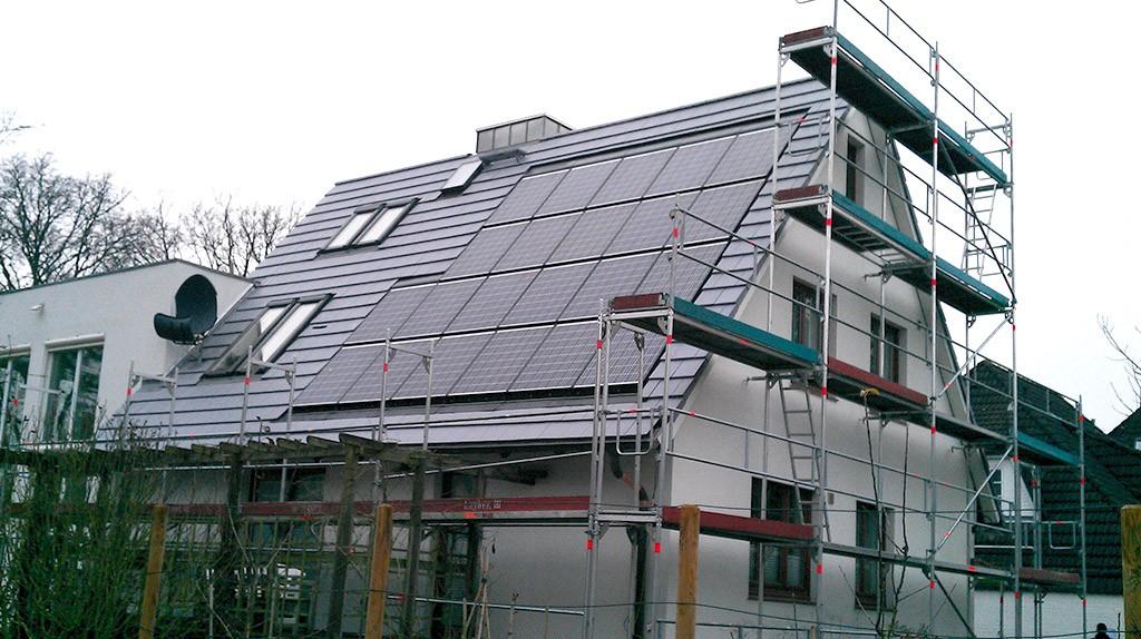 dachdecker_hamburg_projekt_steildach_solaranlage